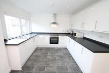 property to rent in Mead Way, Bromley, BR2