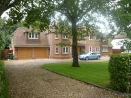 5 bed Detached house in Kingsley Avenue...