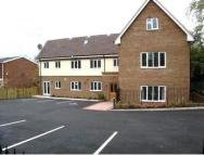 Ground Flat to rent in Robin Hill House...