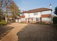 Detached house to rent in Finchampstead Road...