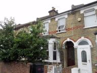 Flat in Hurlstone Road, LONDON