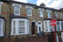 2 bed Flat in Hurlstone Road, LONDON