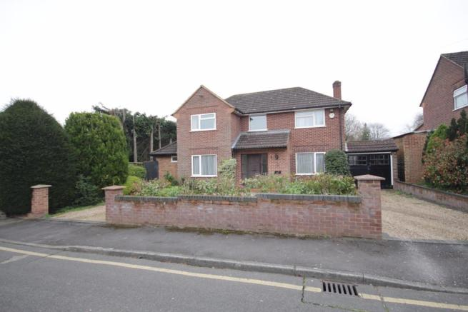 3 bedroom detached house for sale in clifton close maidenhead sl6