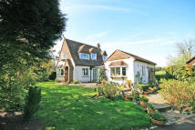 3 bedroom Detached house for sale in Wheeler End CommonLane...