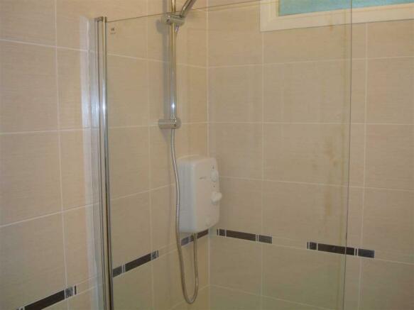 Family Bathroom 2 of
