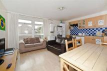 Apartment for sale in Arnal Crescent, London
