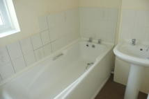 1 bed Flat to rent in Luton Road, Chatham, ME4