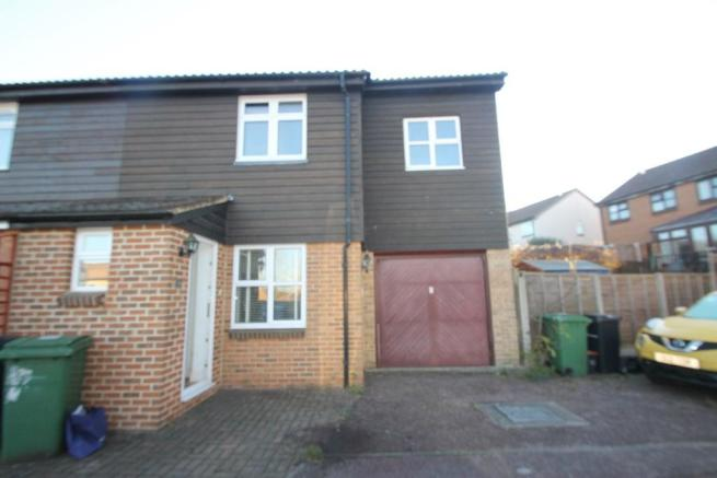 4 Bedroom Semi Detached House To Rent In Murrain Drive Maidstone Kent ME15