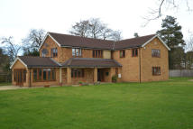 5 bedroom Detached property in Water End, Cople...