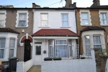 4 bedroom Terraced house for sale in Queens Road...