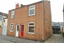 2 bedroom semi detached house in Cross Road...