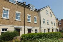 Town House to rent in Brookbank Close...