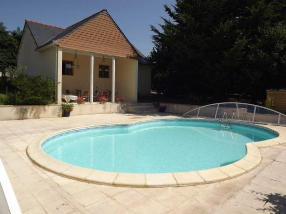Pool and pool house/