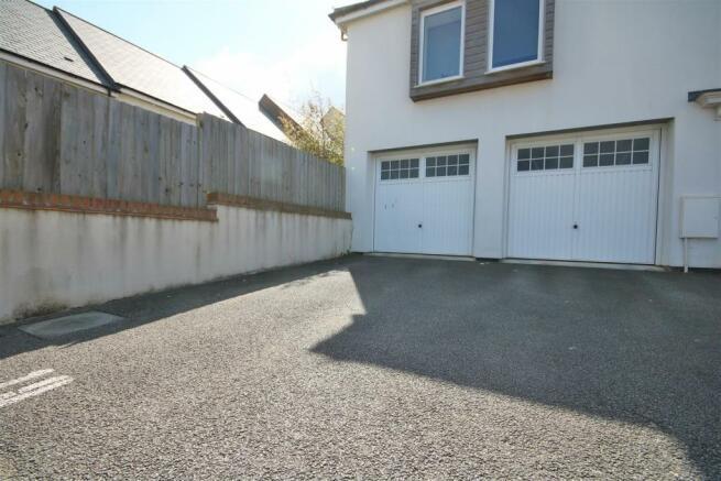 Garage & Parking Space.jpg