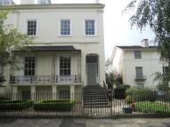 Flat to rent in Wellington Square...