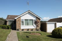 2 bed Bungalow in Rectory Drive, Ryde, PO33