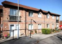 Flat for sale in Bronrhiw Fach...