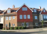 2 bed Apartment in Portsmouth Road, Cobham