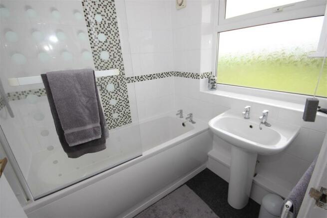 bathrom (1).JPG