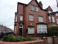 2 bedroom Flat in Crosby Road North...