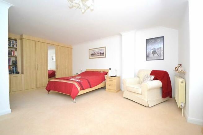 Bedroom 2 (angle 2)