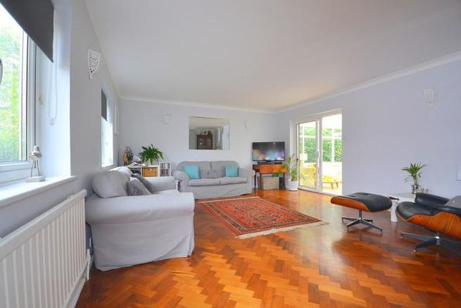 Living room (angle 3