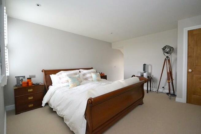 Master bedroom (angl