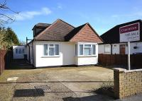 4 bedroom Detached Bungalow in Walton on Thames