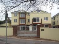 Flat to rent in Cliff Park Road...