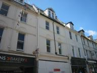 Flat to rent in Victoria Street...