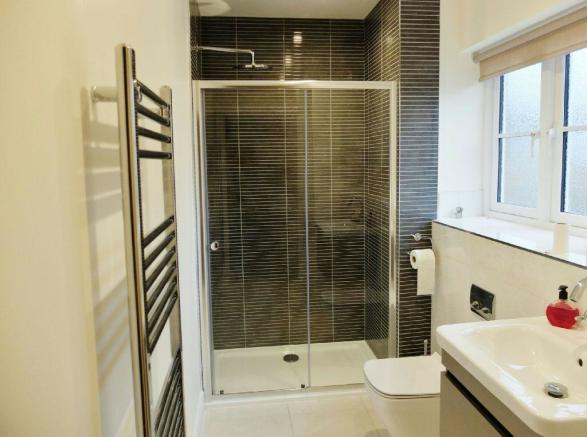 Cloakroom / Shower R