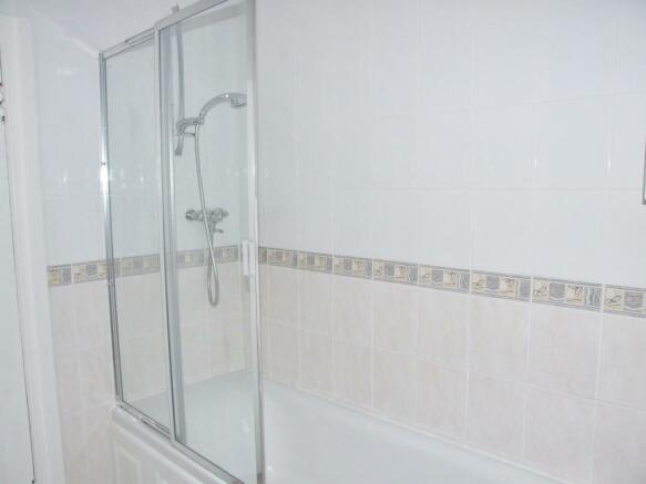 Family Bathroom Alt View 1