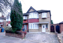3 bed semi detached home to rent in Malvern Avenue...