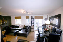Flat to rent in Fentiman Way...