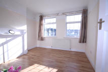 4 bedroom Flat to rent in Eastcote Lane...
