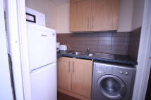 1 bed Studio flat to rent in Kelvin Crescent...