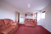 Flat to rent in Scott Crescent...