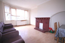 2 bed Maisonette to rent in Oak Tree Dell, Kingsbury...