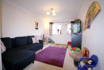 1 bed Flat to rent in Churchill Court...