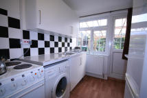 Studio flat to rent in Hill Road, Pinner...