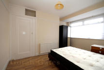 3 bed Flat to rent in Leamington Crescent...