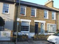 Cottage to rent in Archway Street...