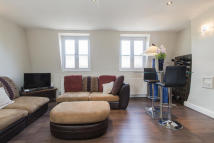 Flat to rent in Tower Bridge Road...