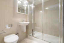 2 bedroom Flat in Battle Bridge Lane...