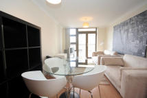 Flat to rent in Maltings Close, London...
