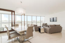 3 bedroom Ground Flat in St. George Wharf, London...