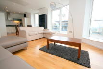 2 bedroom Flat to rent in Millharbour, London, E14