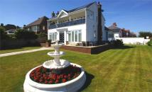 4 bed Detached house in Inner Promenade...