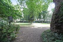 Flat in Kensington Gardens...