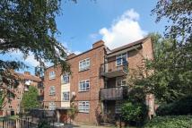 Flat to rent in Longlands Court...